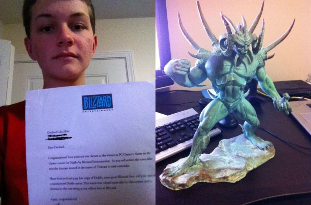 İşte Deckard Cain'e ismini veren şanslı genç... Ve bu onura kavuştuğu yetmezmiş gibi kendisine hediye edilen Diablo heykelciği.