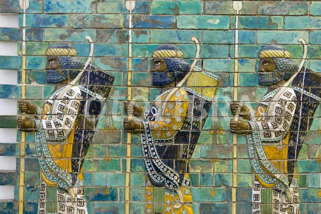 300 Filmindeki yaratıklardan ziyade, Ölümsüzler bu duvar süsündeki askerlere daha çok benziyor.